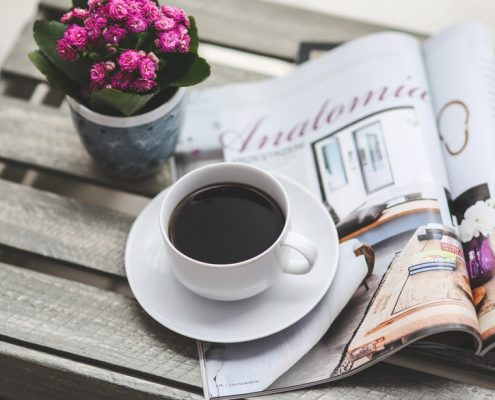 storytelling e marketing, davanti a una tazza di caffé