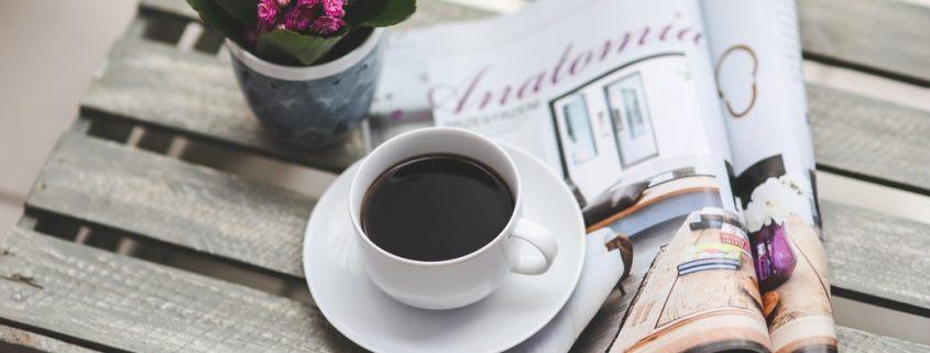 storytelling e marketing, davanti a una tazza di caffé